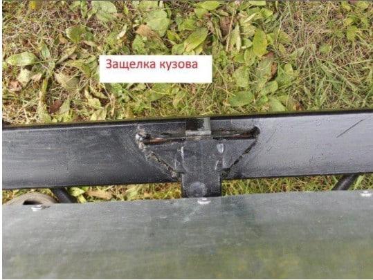 Cамосвальный прицеп для мотоблока: защелка кузова
