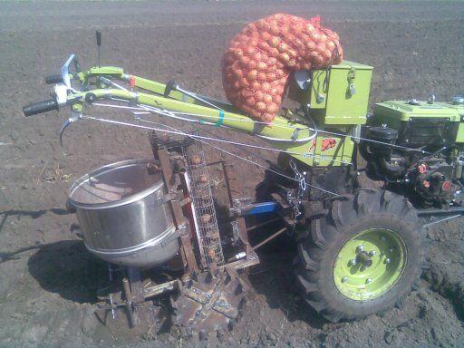 Посадка картофеля мотоблоком