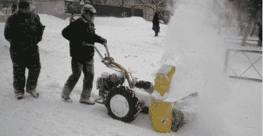 Снегоуборщик с щеткой для мотоблока
