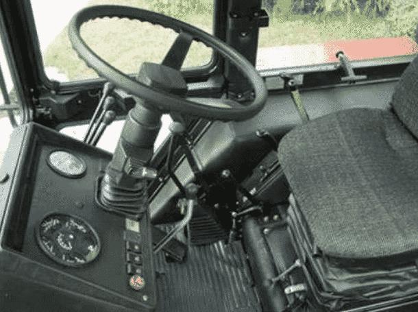 Кабина и интерьер трактора МТЗ-80
