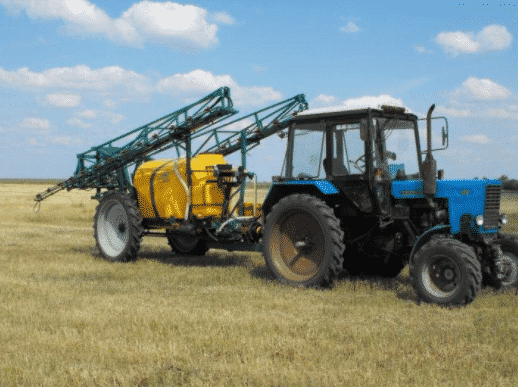 Опрыскиватели, которые соединяются с трактором посредством прицепных приспособлений