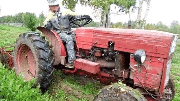 Трактор Universal 445V в работе