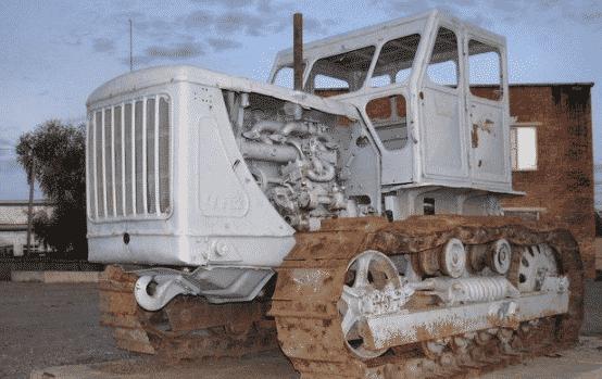 Трактор ЧТЗ-100