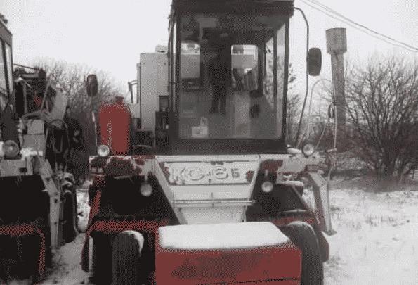Свеклоуборочный комбайн КС-6Б