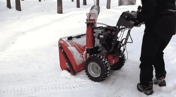 Что лучше – колесные или гусеничные снегоуборщики