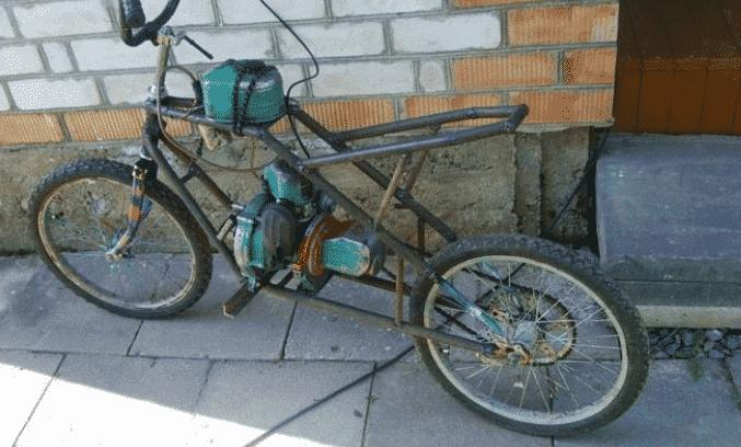 Велосипед с двигателем от бензопилы Дружба